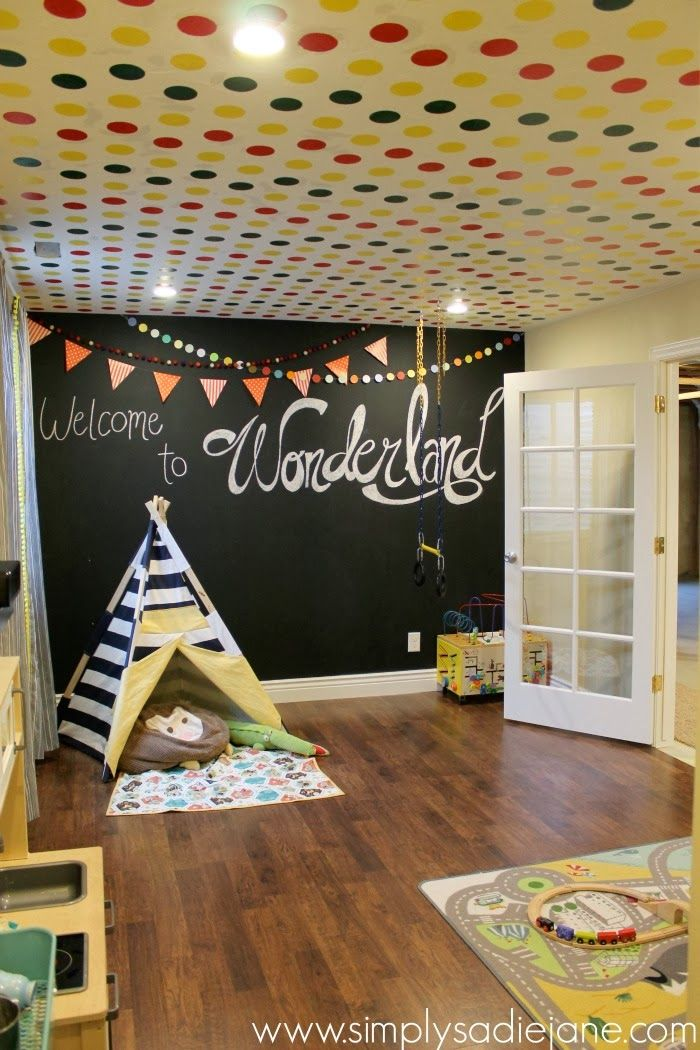 love the overlapping banners at the top of the chalkboard wall (maybe do it on a regular wall?)