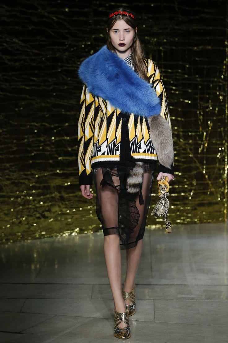 Miu Miu Spring 2016 Ready-to-Wear Fashion Show - Victoria Kosenkova