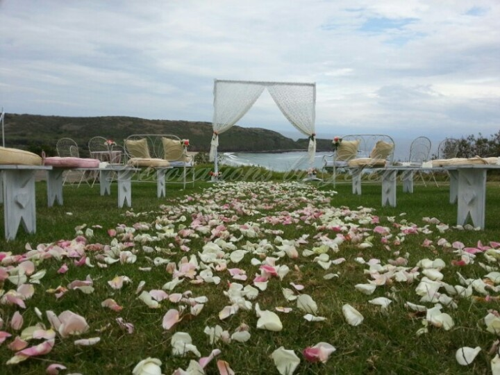 Love love love this gorgeous cliff top wedding ceremony set up