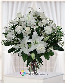 Beyazın asalet... çiçek dükkan da istanbulda online çiçekçi