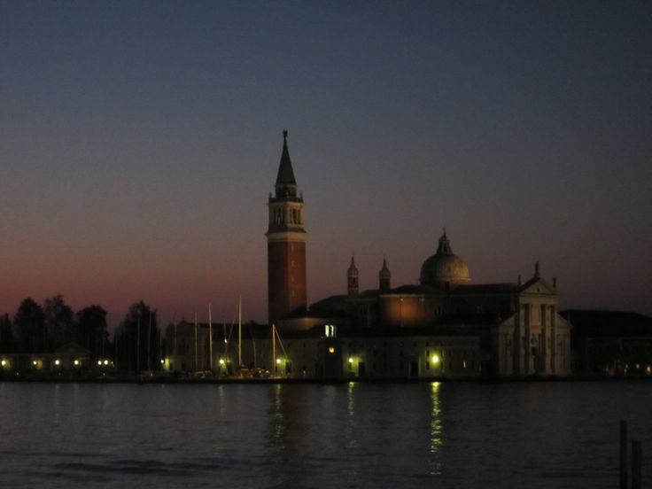 베네치아 산 마르코 광장 앞 바다에 동이 트는 모습...