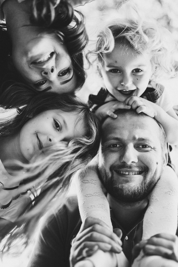 Hvor hyggelig er det ikke å ha familien på veggen? En morsdagsgave som gir kvalitetstid med dem hun er glad i. Bruk tid sammen og la henne få foreviget et bilde av familien for inntil fem personer.