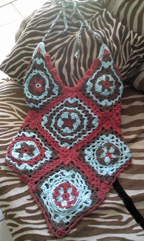 Blusa en aplicaciones hecha a crochet.