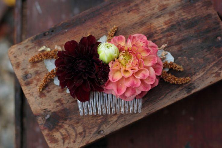 Fresh flower comb with dahlias