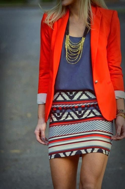 Love blazer, with loose tucked in shirt, gold statement necklace, and tight patterned skirt. Cute outfit