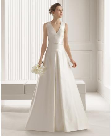 2015 Exklusive A-linie Schlichte Brautkleider aus Taft mit Schleppe