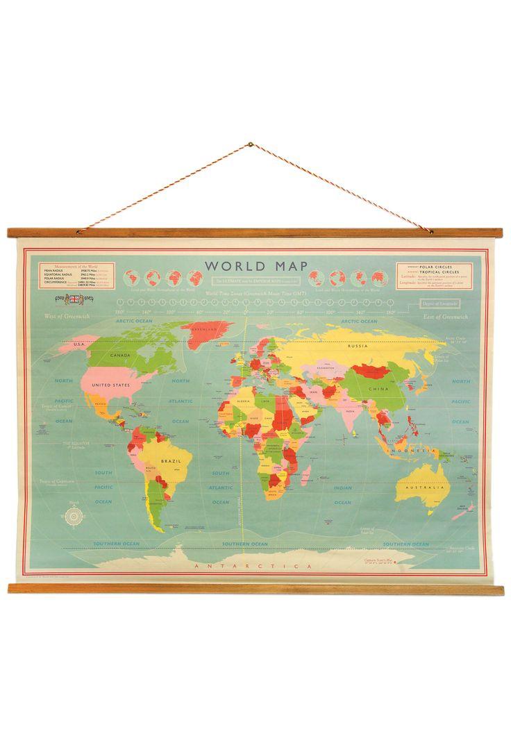 Skønt gammeldags verdenskort på træstokke - lige til at hænge op.  Som var det taget fra en skole - SÅ fint.  Kortet vil være...
