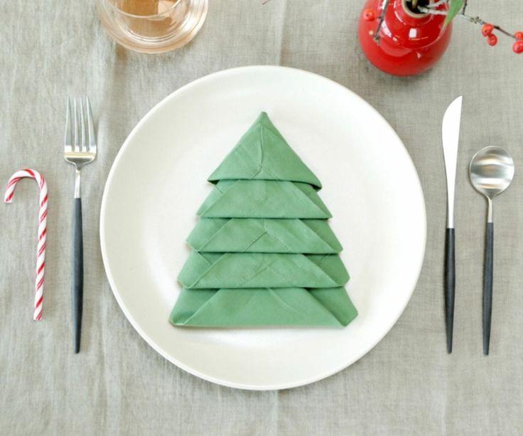 Tischdeko weihnachten servietten  Die besten 25+ Servietten falten tannenbaum Ideen nur auf ...
