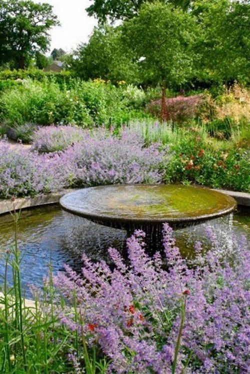 Richehouses 125 cool water features ideasphoto source for Natural ponds and gardens