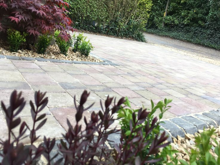 Autumn Brown Block Pavior Driveway with Charcoal Rumbled Kerb