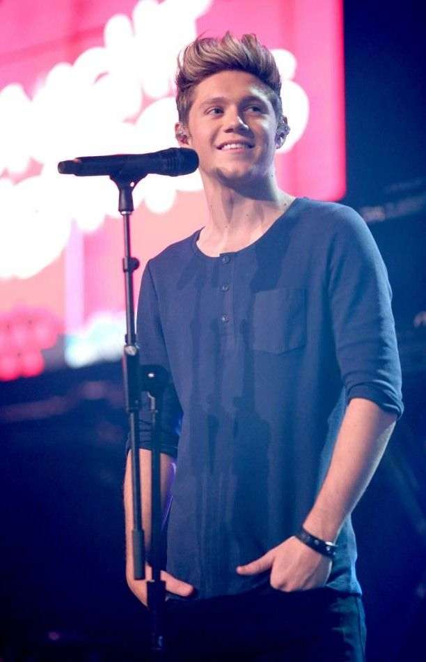 Niall Horan emergency knee surgery: One Direction star under knife ...