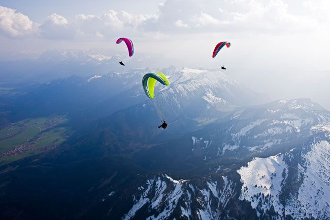 Google Image Result for http://www.xcmag.com/wp-content/uploads/2011/02/paragliders-climbing-in-a-thermal-austria.jpg