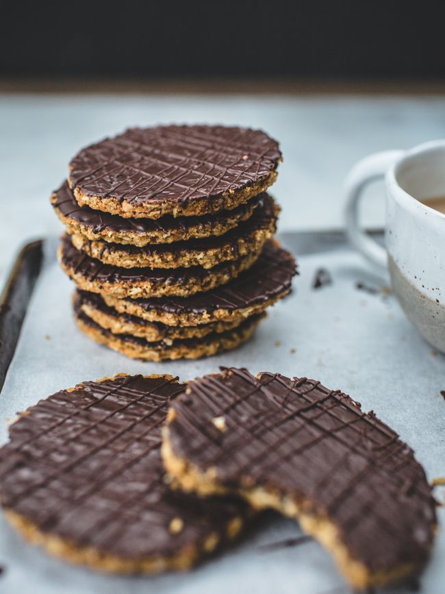 DIY Chocolate HobNob Biscuits / Cookies - use rice syrup instead of golden, use 1/2 tsp molasses with xylitol instead of sugar, use 1 tbsp flaxseed and 2 tbsp extra oats instead of wheatgerm. Sugar-free, full of fibre and absolutely delicious! :)