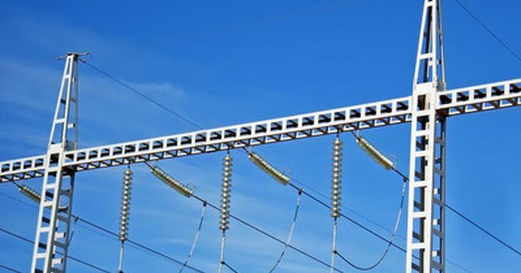 Como converter a leitura do medidor de energia elétrica para kWh. Para manter o controle da quantidade de energia utilizada, verifique o medidor de energia elétrica da casa. Muitas vezes, o uso da energia elétrica é medido em quilowatts-hora (kWh), mas outra unidades também podem ser utilizadas, como joules, megajoules, libras-pé e a unidade térmica Britânica (BTU). Caso seu medidor de energia elétrica faça a ...