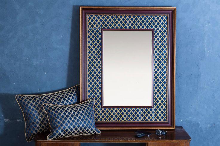 Зеркало с рамой из керамической плитки с ручной росписью