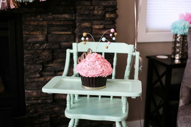 Smash cake and high chair - #firstbirthdayBirthday Parties, 1St Birthday, Smash Cake, Birthday Ideas