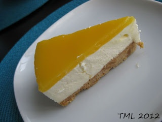 Ihanan raikas mango-juustokakku.