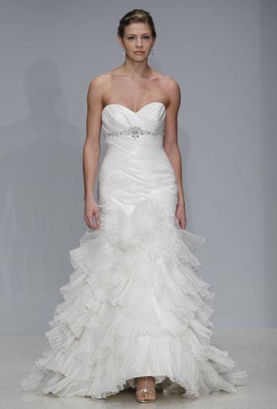 Abito da sposa con scollatura a cuore e morbida gonna. Scegli il tuo preferito>> http://www.lemienozze.it/operatori-matrimonio/vestiti_da_sposa/