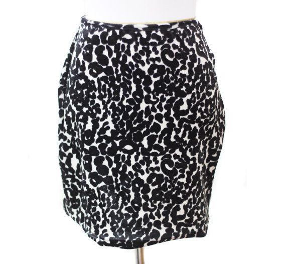 Vintage de los años 90 el leopardo blanco negro Velour impresión Mini falda por Frederick de Hollywood pequeño