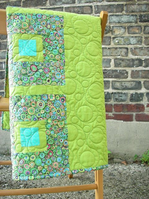 I love the colors, and I TOTALLY love the quilting pattern!: