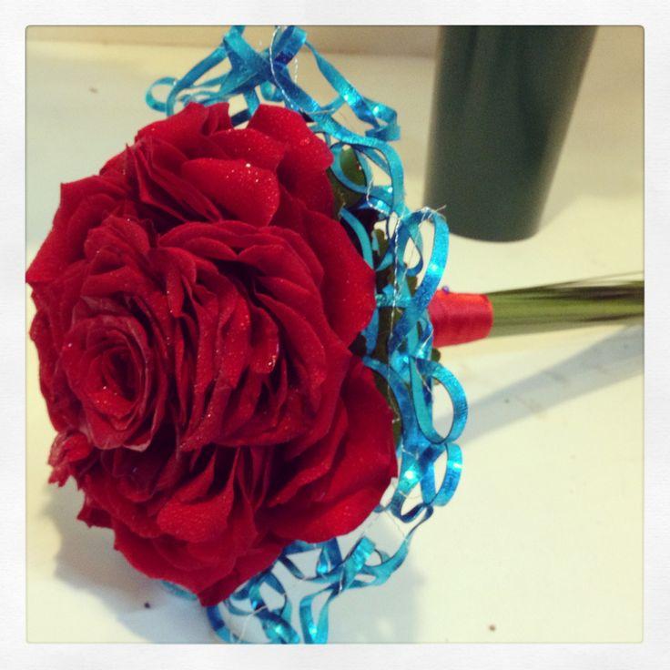 Rosmelia roja y azul