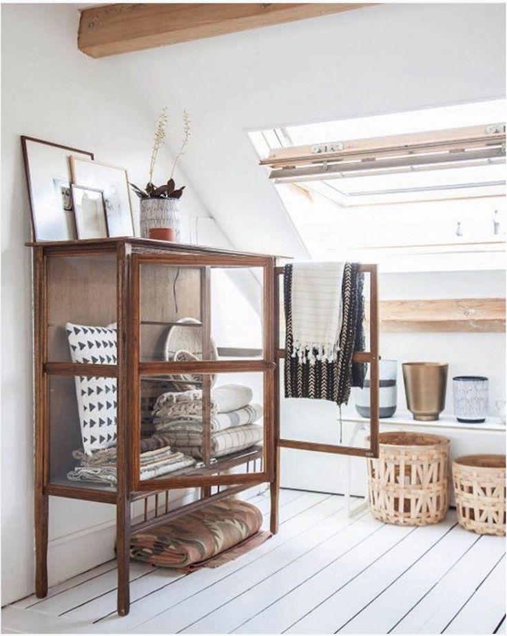 Love that glass cabinet! - Vitrine attic interior