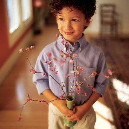 A bare branch, tissue paper, & glue are all it takes to present Mom with a bouquet of delicate, easy-care blossoms she'll love.: Crafts Paper, Cherries Blossoms, Mothers Day Gifts, Crafts Gifts, Gifts Ideas, Paper Blossoms, Paper Flowers, Tissue Paper, Mothers Day Crafts