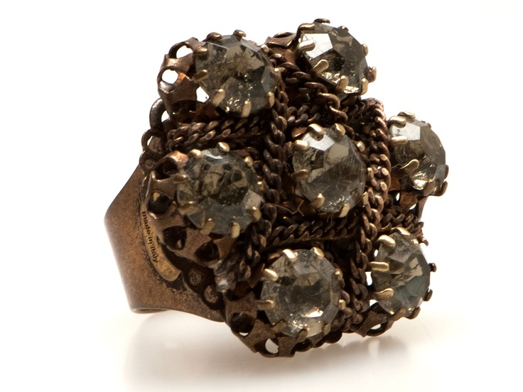 Emma Tamaki: ring with Swarovski crystals in tombak alloy. Made in Italy.