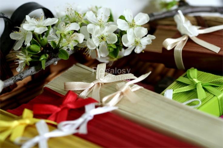 Detalle de boda chic   abanicos para bodas