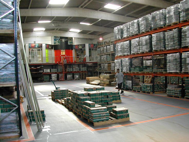 Contamos con diversos centros de distribución, en nuestras sucursales, las cuales despachan nuestros productos a todo el mundo