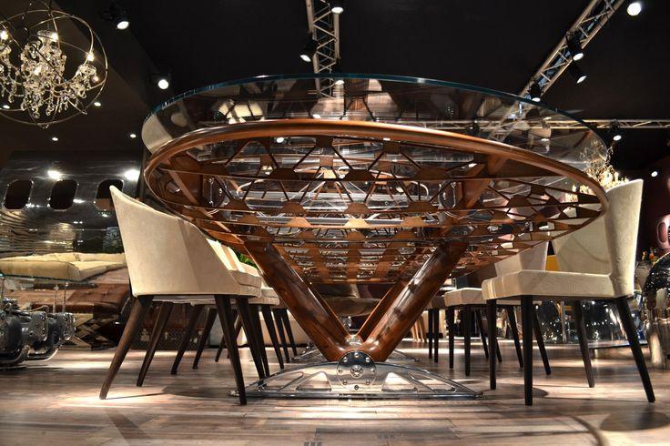 Conference table made with the wing of a Stearman airplane - Table conference realisé avec l'aile original d'un avion Stearman - Tavolo conferenza realizzato con l'ala originale di un aereo Stearman.