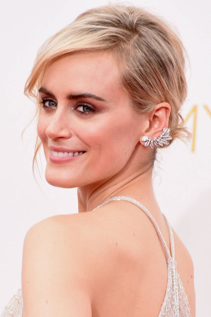 Taylor Schilling: Glowing skin, smoky eyes, and perfectly tousled hair styles ruled the red carpet. These are our winners in the beauty category. #Emmy's 2014