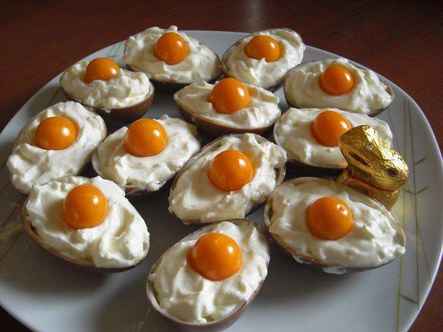 Das perfekte Überraschungseier Dessert an Ostern - nicht nur für Kinder-Rezept mit Bild und einfacher Schritt-für-Schritt-Anleitung: Zuerst die…
