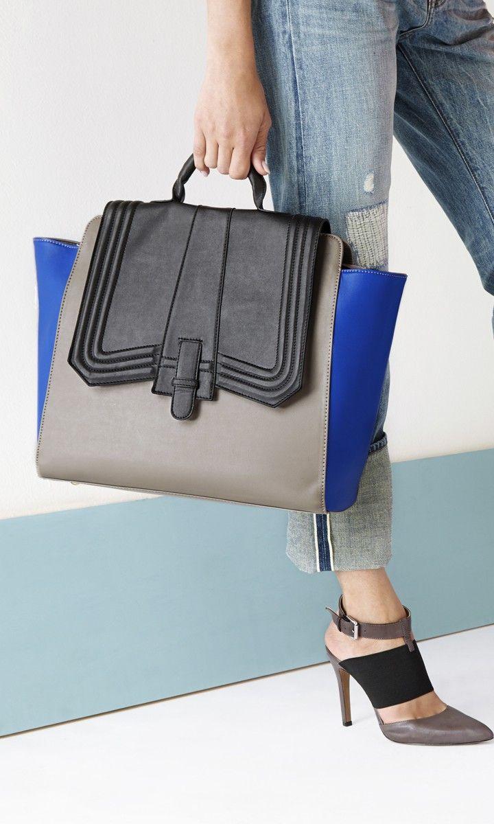 Great shoe/bag combo look