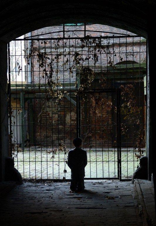 Cette statue représente Hitler plus jeune priant à genou, dans l'ancien ghetto juif de Varsovie. Les organisations juives, choquées, sont montées au créneau!