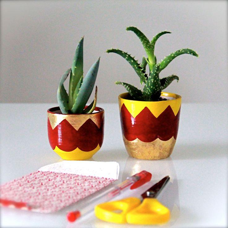 Coppia vasi per piante grasse in grès, decorate a mano con foglia oro e smalti ceramici di TITAP su Etsy https://www.etsy.com/it/listing/231398211/coppia-vasi-per-piante-grasse-in-gres