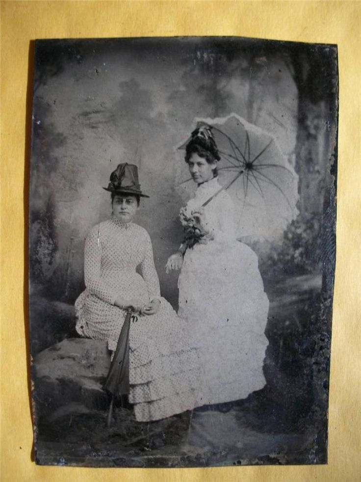 TINTYPE PHOTO #T451   2 WOMAN WITH UMBRELLAS - PARASOL - BEAUTIFUL PIC