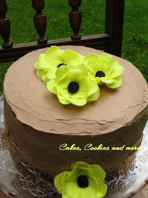 Cakes, Cookies and more: Erdbeeretorte mit Fondantblumen dekoriert