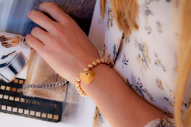 GOLD-PLATED PEARL BRACELET WITH GOLD-PLATED HEART #bemylilou #bracelet #jewelry #heart #goldplated #pearl