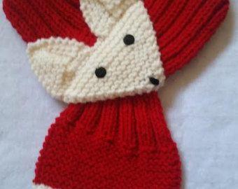 Ajustable zorro bufanda a mano de punto bufanda / por QuiltNCrochet