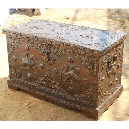 spacious brand new solid wood storage trunk accented with gorgeoues brass accents workthis trunk can be used as toy chest or hope chest or footboard chest