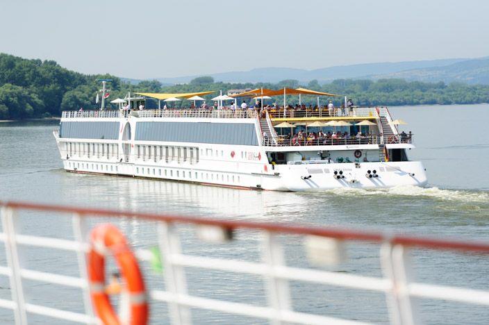 Warum sollte man sich bei einer Flusskreuzfahrt auf der Donau mit weniger zufrieden geben, als einem spektakulären Reisebeginn? Ähnliche Gedanken muss jener Entscheider gehabt haben, der für die …