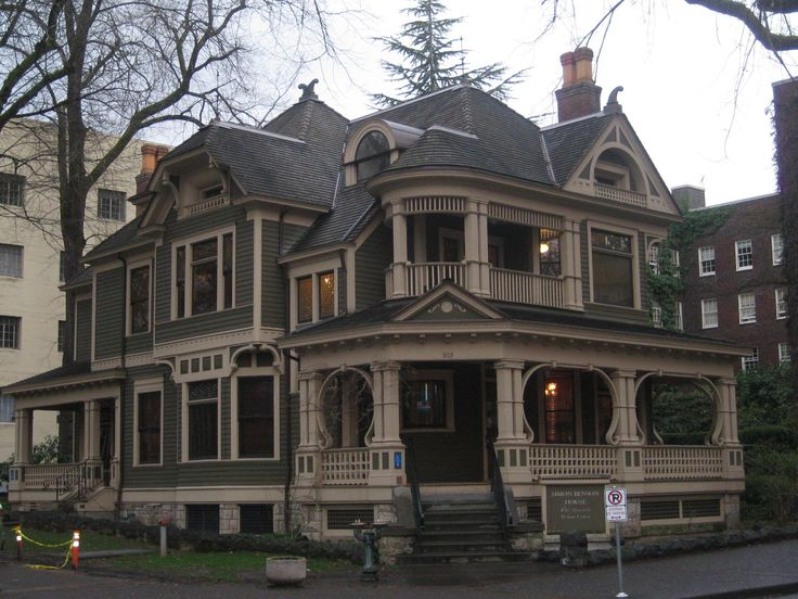 Simon Benson House, Queen Anne style built in 1901. Portland State University campus. It has an amazing attention to detail & is a great spot to visit. Top 25 FREE things to do in Portland