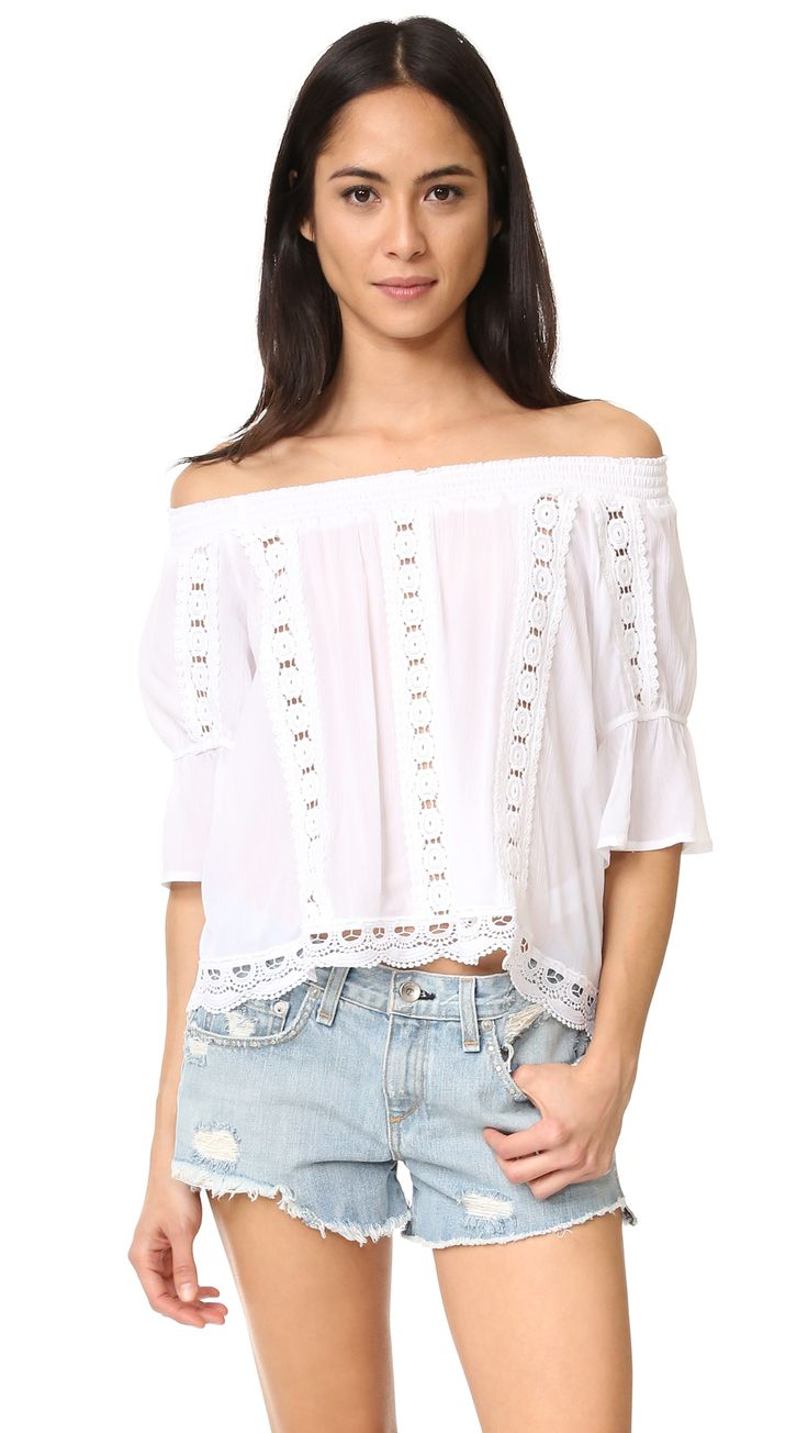 ¡Cómpralo ya!. Ondademar Bateau Neck Top - White. Smocked elastic gathers the wide neckline on this delicate OndadeMar top. The crinkled gauze piece is inset with lace bands, and finished with scalloped trim. Semi sheer. Fabric: Crinkled gauze. 100% rayon. Wash cold. Imported, Colombia. Measurements Length: 17.75in / 45cm, from center back Measurements from size S. Available sizes: L , tophombrosdescubiertos, sinhombros, offshoulders, offtheshoulder, coldshoulder, off-the-shouldertop…