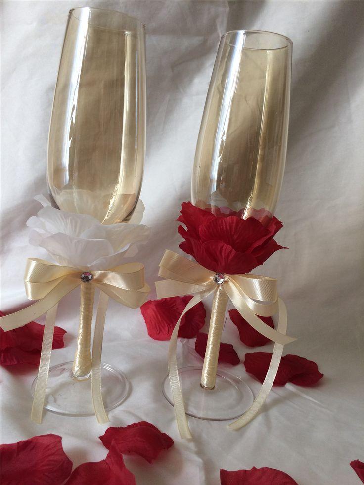 bordó-fehér rózsaszirmos esküvői pohár