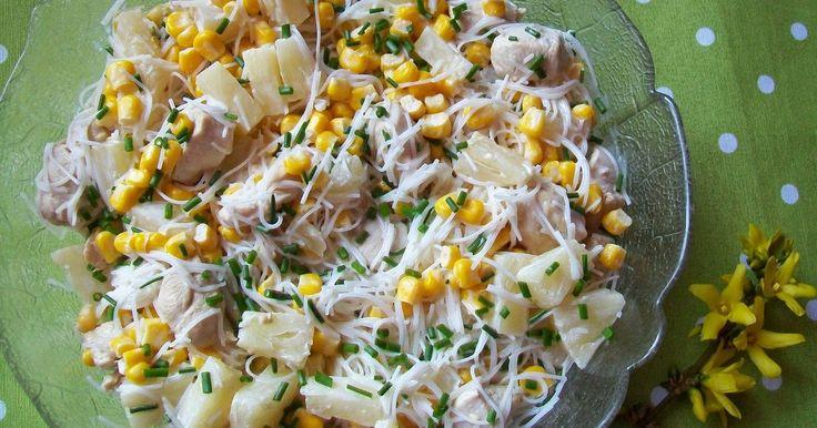 Sałatki  - Sałatka z makaronem ryżowym, kurczakiem i ananasem
