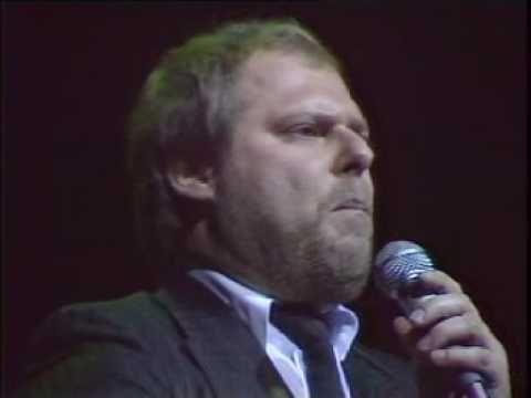 Ez a dal ma is egy feledhetetlen sláger, és aki előadja, az a blues zene igazi legendája! - Doily.hu