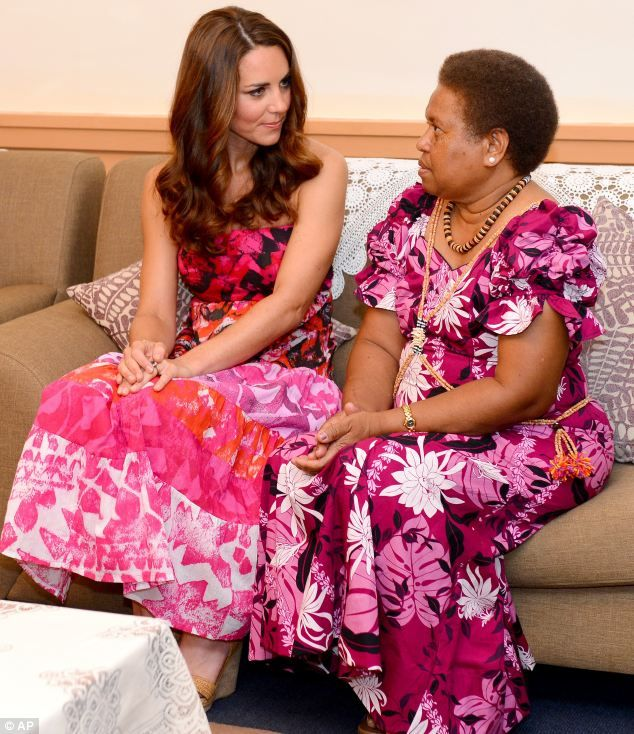 Glamour girls: Kate chats to Lady Grace Kabui, wife of the Governor-General of the Solomon Islands: Duchess Of Cambridge, Dresses Models,  Jammi, Kate Middleton, Royals Families, Solomon Islands, Princesses Catherine,  Pyjama, Princesses Kate