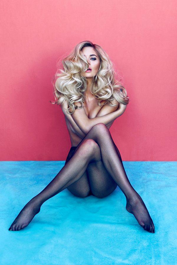 Photography.Model.PantyHose.Sitting.Pink/Blue