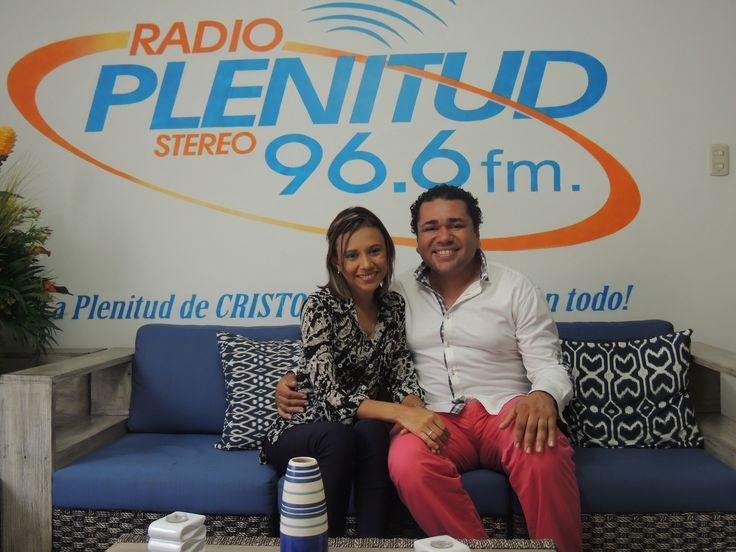 Salmista Kelly García y su esposo.